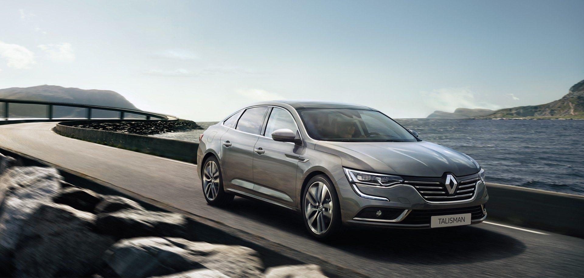 renault talisman plus belle voiture de l 39 ann e 2015. Black Bedroom Furniture Sets. Home Design Ideas