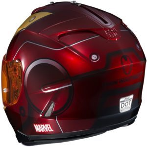 Un casque à l'effigie d'Iron Man.